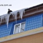 Очистка крыш от снега и сосулек
